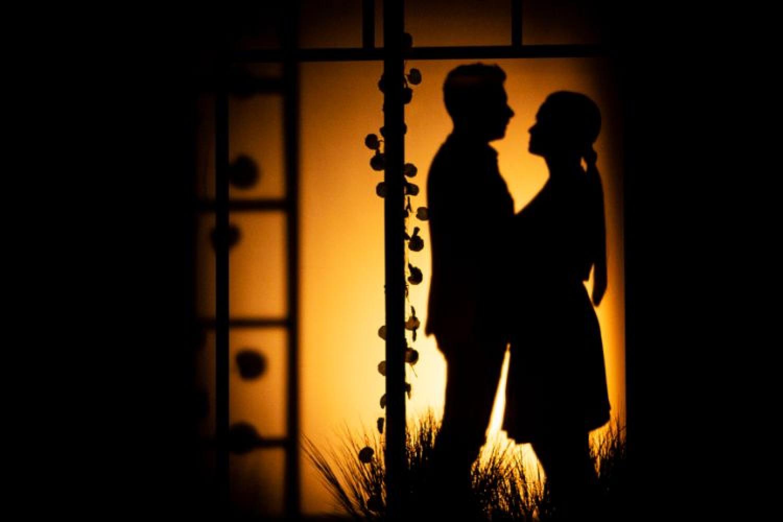 Molte luci avvolgono i segreti di un Matrimonio