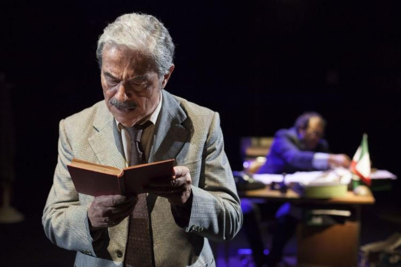 La raccomandazione a teatro: Massimo Dapporto è Un borghese piccolo piccolo!