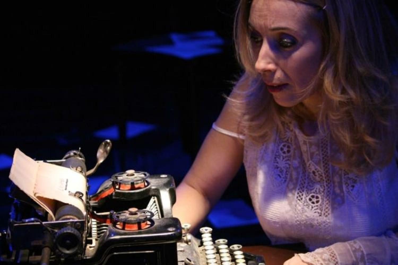 """Rossella Rapisarda in """"Senza filtro"""", uno spettacolo per Alda Merini"""