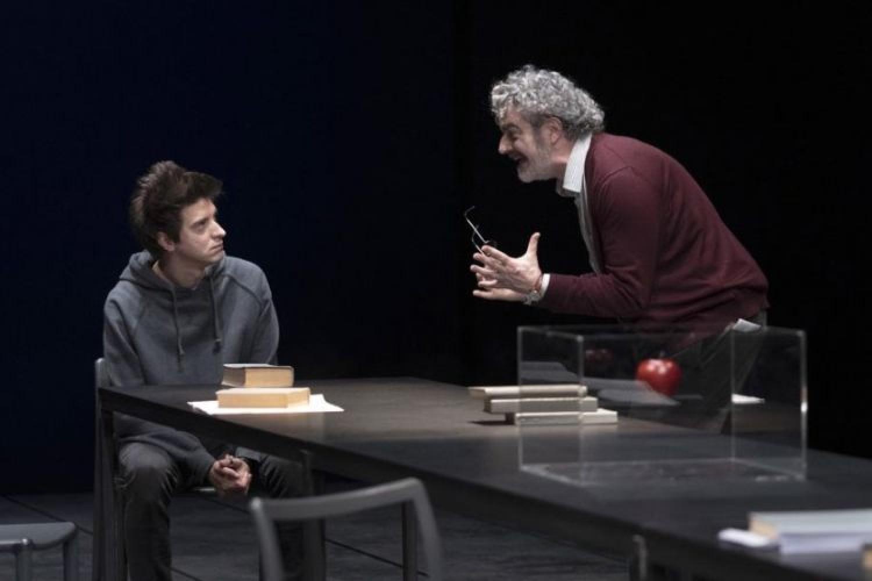 """A teatro il rapporto tra giovani e adulti: Jacopo Gassman firma """"Il ragazzo dell'ultimo banco!"""""""
