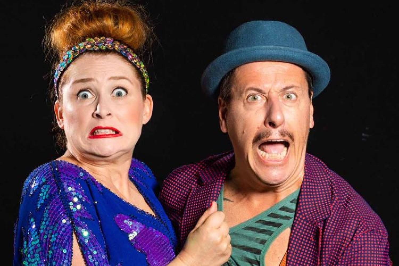"""La Pozzolis Family in tournée teatrale: """"Per noi il teatro è..."""""""