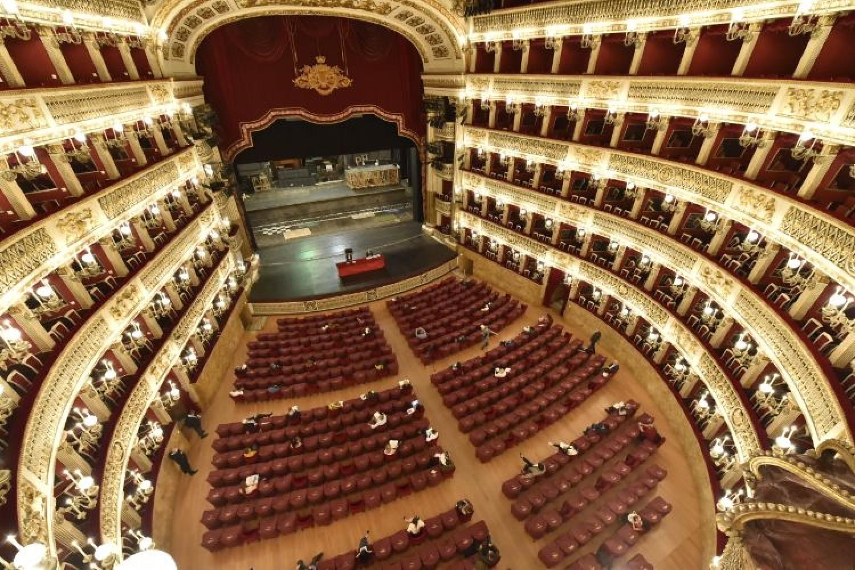 Teatro di San Carlo, una stagione di novità che comincia dalla Piazza e dal 4K