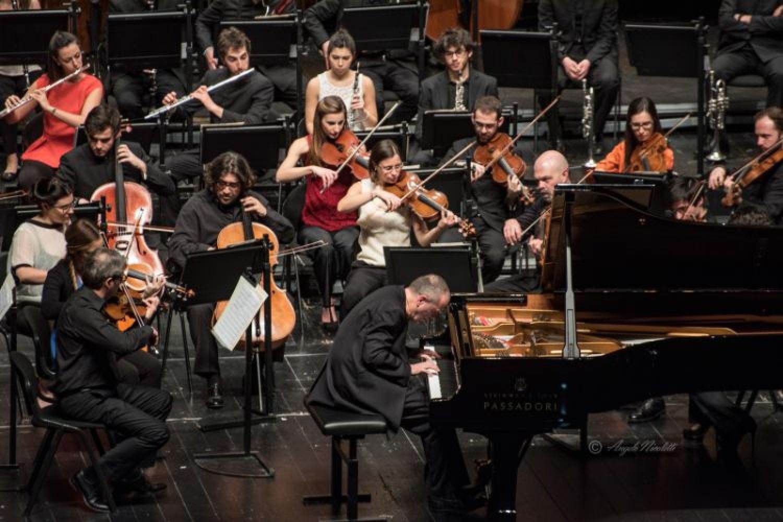 Maratona Beethoven/Lonquich a porte chiuse. Il Comunale Pavarotti di Modena la offre in streaming