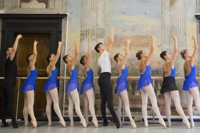 Ballando sopra il virus: a scuola la danza resiste alla pandemia