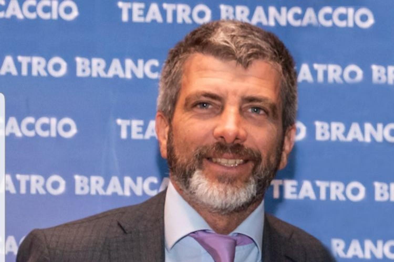 """Alessandro Longobardi: """"Solidarietà e cambiamento per salvare il teatro"""""""