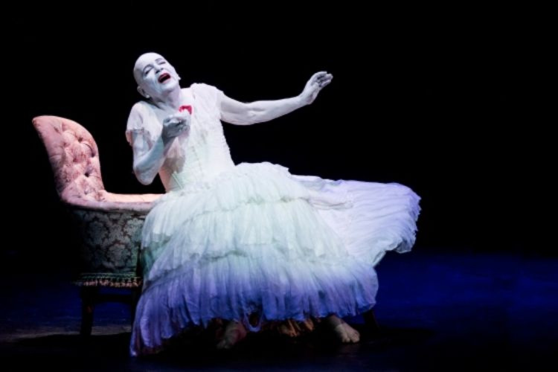 Siamo noi oggi i Pierrot che piangono il Maestro Lindsay Kemp