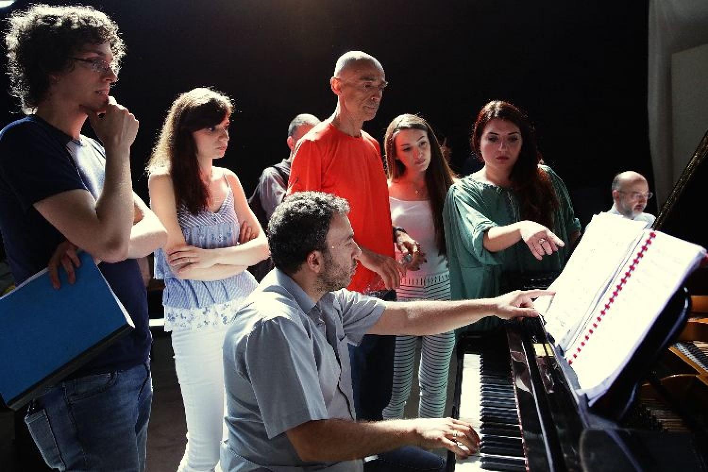 Il Maestro Paolo Carignani con gli allievi dell'Accademia