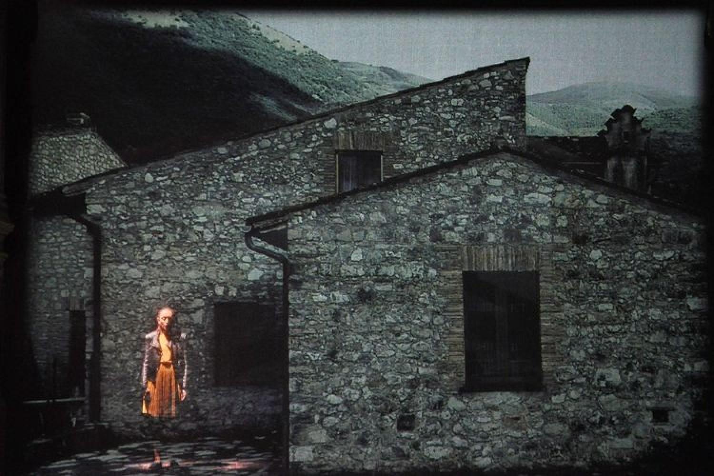 """Una vita tranquilla, poi la catastrofe inattesa: """"Lontano da qui"""" a Spoleto"""
