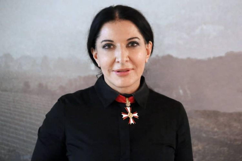 Paura per Marina Abramovic: l'artista colpita con un quadro a Firenze