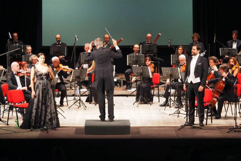 """""""La traviata"""" a Cortina: senza scene, costumi e regia, ma con un grande soprano, Francesca Dotto"""