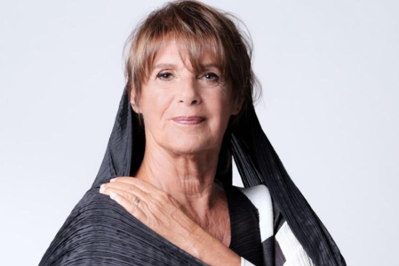 La vedova Socrate: l'omaggio di Lella Costa alla tagliente ironia di Franca Valeri