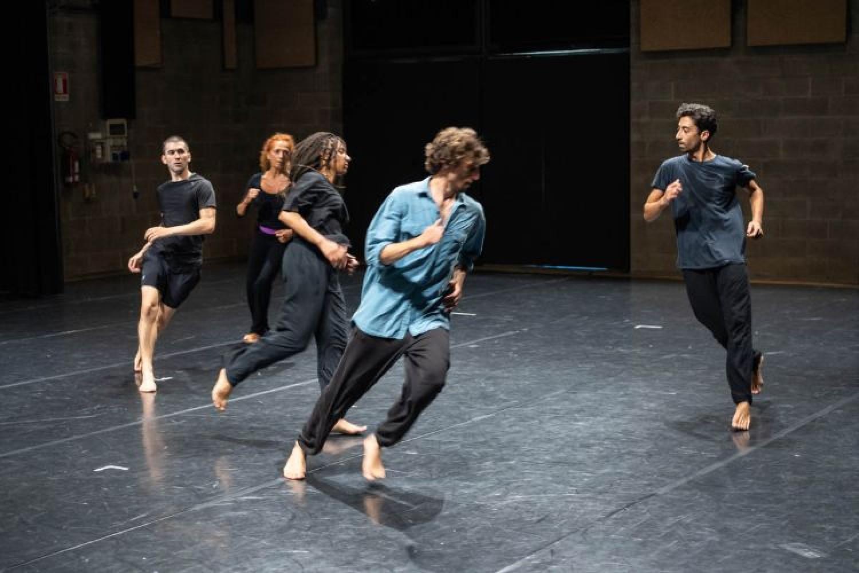 Bye bye: a Biennale Teatro la vitalità come antidoto alla censura