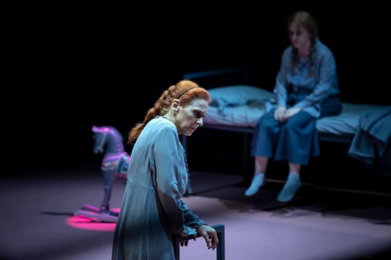 Troiane: un'intensa Elisabetta Pozzi per uno spettacolo toccante e contemporaneo