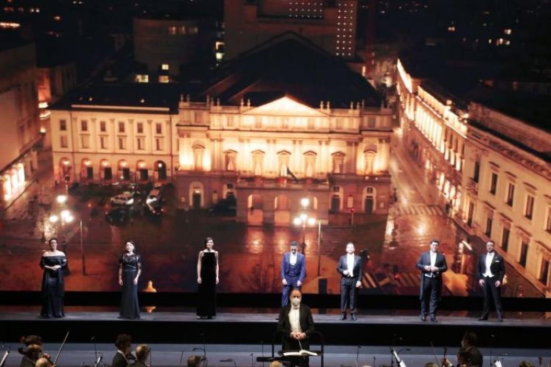 """Il pubblico premia """"A riveder le stelle"""" al Teatro Alla Scala"""