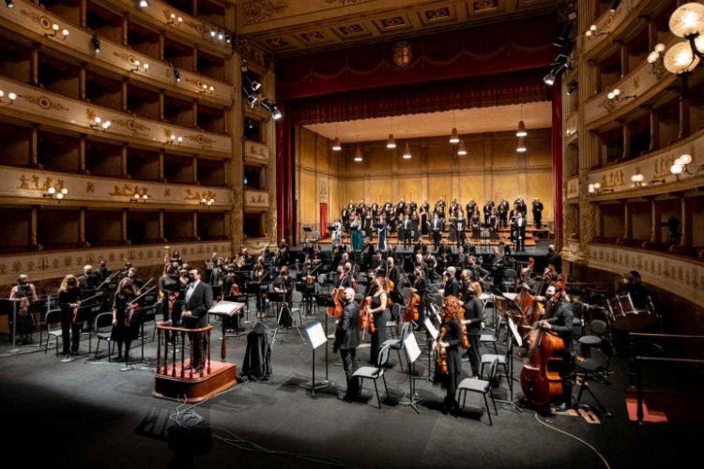 """Senza scenografia, senza costumi, ma grandi interpreti per """"Don Carlo"""" di Verdi a Modena"""