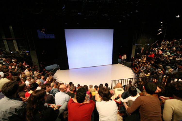 Drammaturgia contemporanea: teatro vivo a Genova, dal mondo