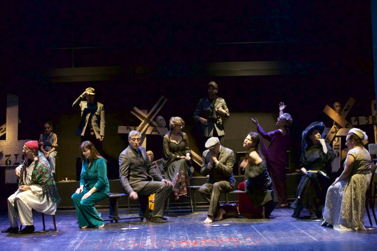 Spentaluce come Spoon River, le anime di Napoli di Enzo Moscato
