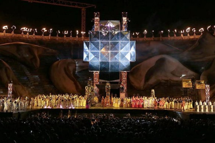 Un'Aida meccanica per l'Arena di Verona