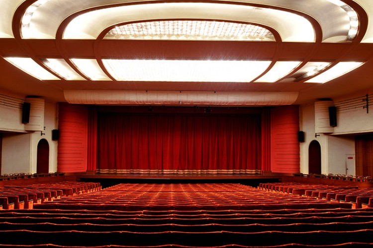 Teatro Nuovo di Milano: 80 anni e non dimostrarli