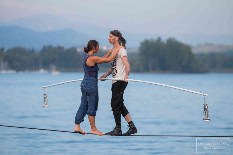 L'equilibrio dell'uomo sul lago: Arona e il suo percorso di bellezza