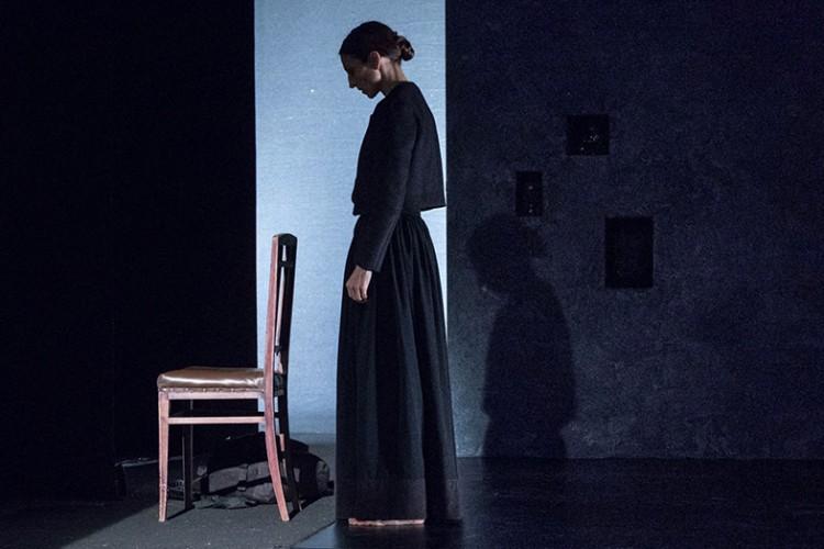 Veronica Cruciani porta al Teatro India di Roma uno spettacolo sulla maternità alternativa