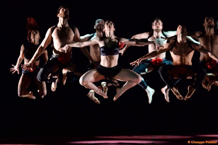 """La compagnia Artemis omaggia Rossini: a Pesaro """"Il Barbiere di Siviglia"""" danza"""