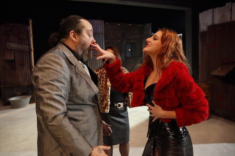 Li Buffoni: la comicità dei giullari tra amori e dialetti