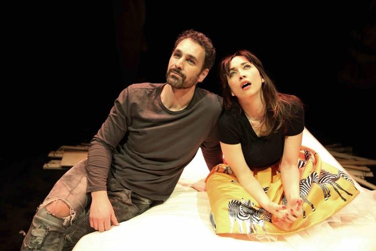 Due: la star è Raul Bova ma in scena brilla Chiara Francini