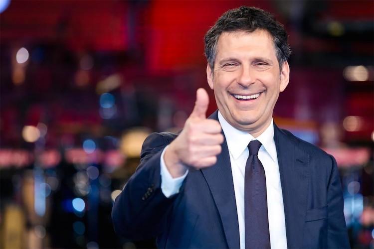 Fabrizio Frizzi, una vita in televisione (con qualche incursione a teatro), sempre con il sorriso