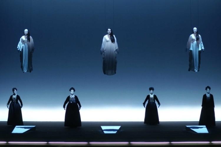 Senza luce non c'è spazio. I vetri (e non solo) di Robert Wilson in mostra a Venezia