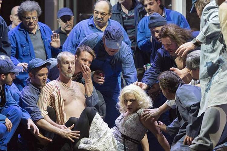 Lady Macbeth: uno Shostakovich aspro e splendido al San Carlo