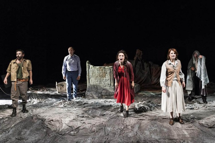 Antigone made in Atir all'Elfo Puccini di Milano