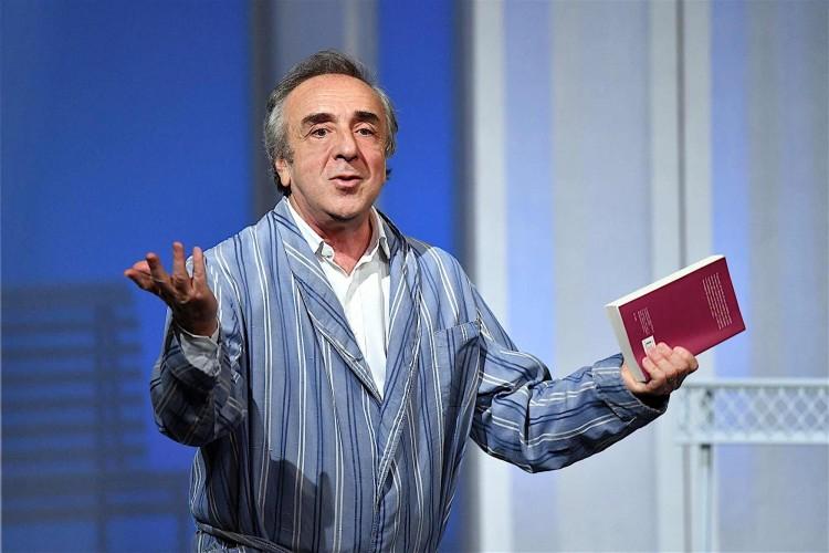 La solitudine di Silvio: tra ironia e poesia