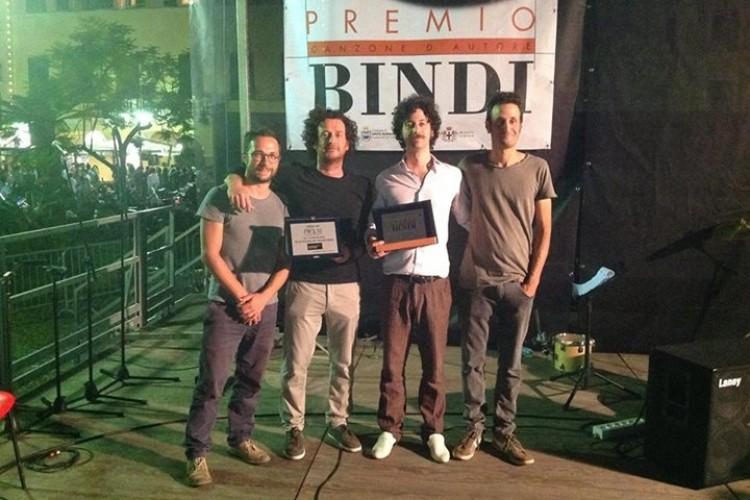 Gli Equ vincono il premio Bindi 2013 con il brano Il solito