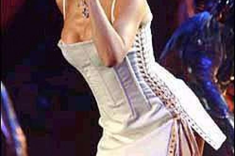 Kylie Minogue farà un cd.....con un commesso!