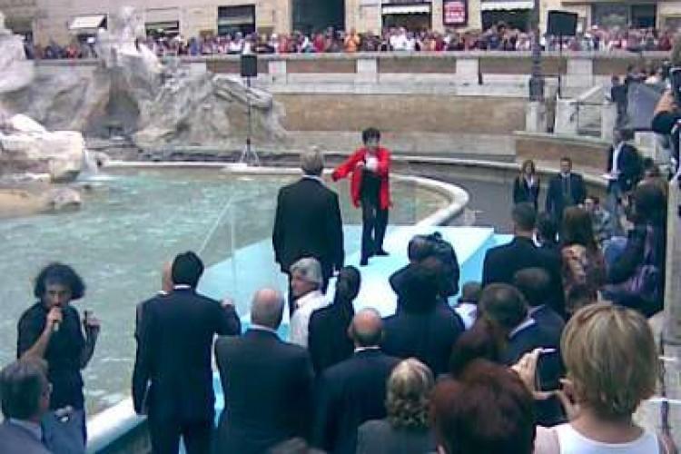 Liza Minnelli a Fontana di Trevi per presentare il Tour