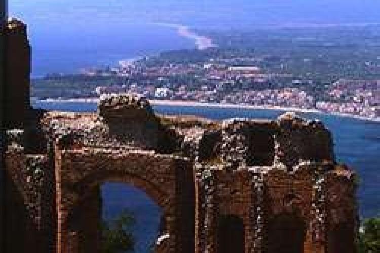 Il <i>Womad</i> si trasferisce a Taormina