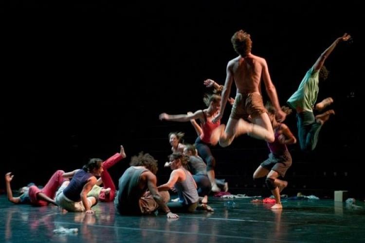Lia Rodrigues Companhia de Danças presenta Proroca