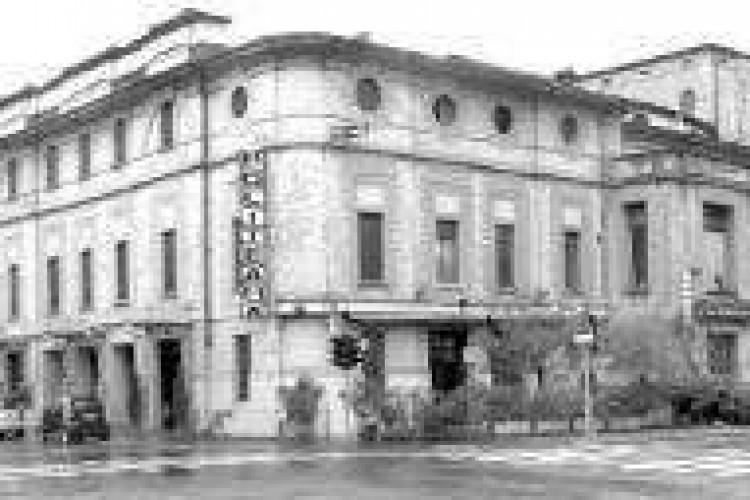 Politeama, il Comune dice addio all'hotel
