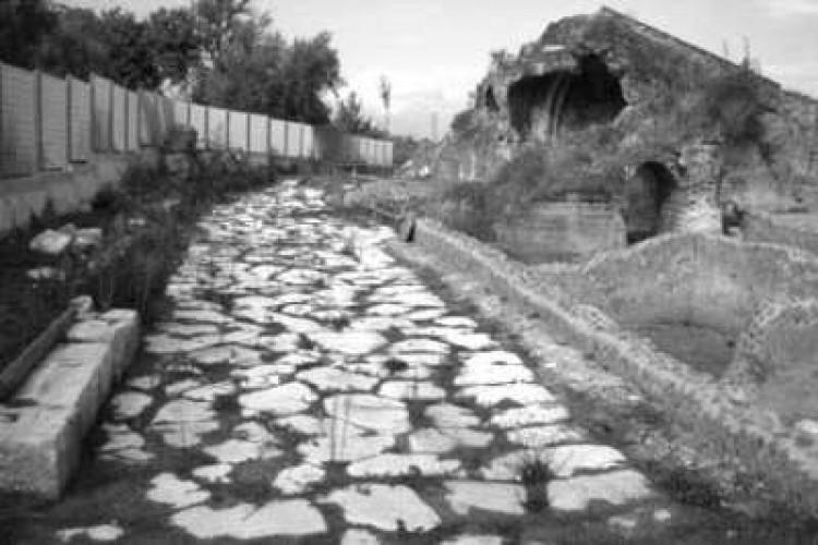 Escursionismo archeologico: visite guidate al teatro romano