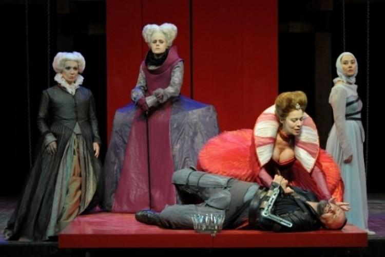 2003-2013. Il Globe Theatre di Roma compie 10 anni e Proietti torna alla regia