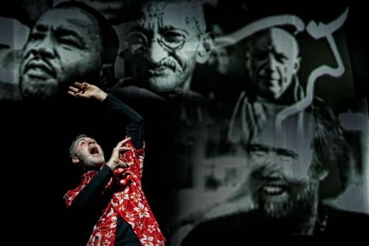 Steve Jobs si materializza all'Elfo Puccini con il suo 'Tormento ed estasi'