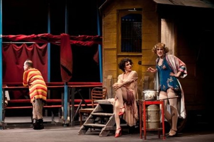 Al San Ferdinando di Napoli, il Circo di Viviani riletto da Arias