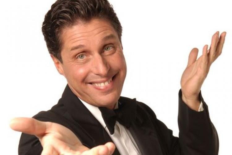 Raul Cremona: 'Le gag migliori? Col mio pubblico, sul palco!'