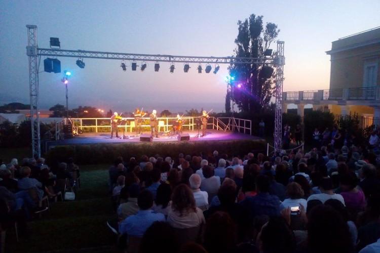 Peppe Servillo al Festival delle Ville Vesuviane, fra le ginestre di Leopardi