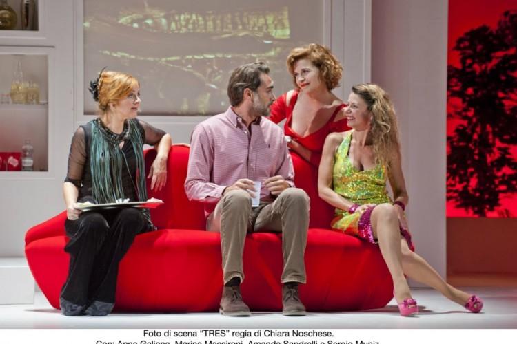 Tre donne ai piedi di Sergio Muniz in 'Tres'