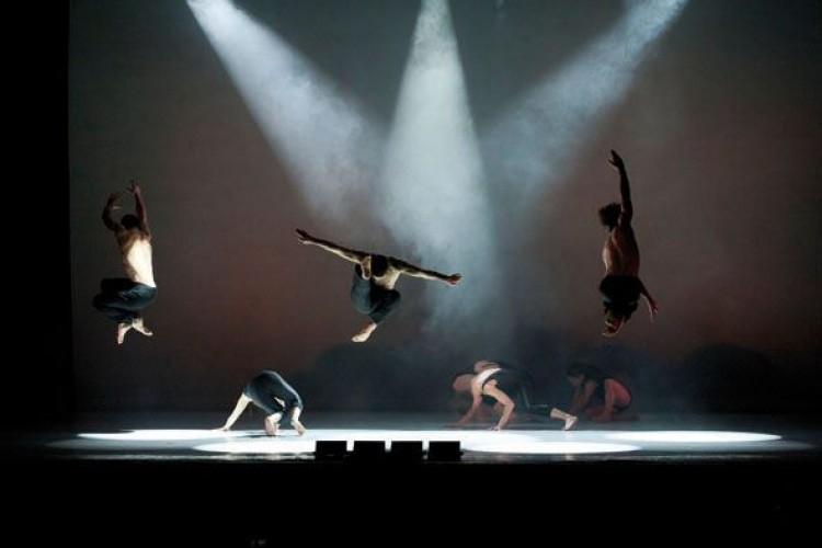 I Kataklò inaugurano a Pisa la stagione 2015 della Danza