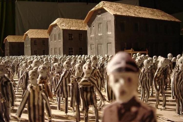 Kamp, un occhio duplice sul lager di Auschwitz