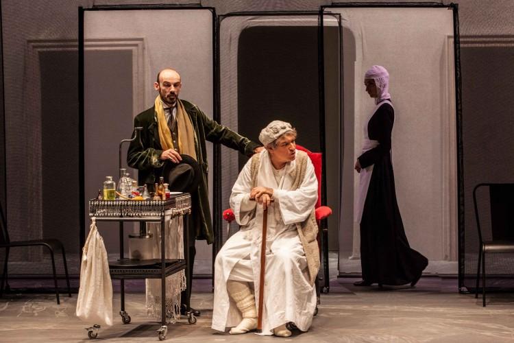 Gioele Dix in scena con 'Il malato immaginario' e i suoi Giovedix