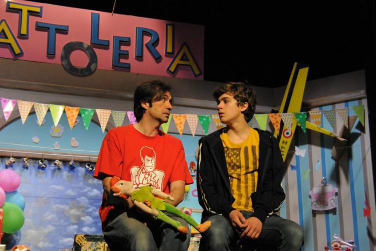 Al Teatro De' Servi i rapporti di amicizia nella commedia 'Compagni di banco'